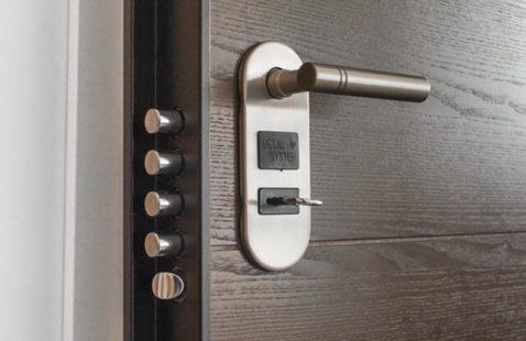 Hai lasciato le chiavi di casa dentro l'appartamento ?